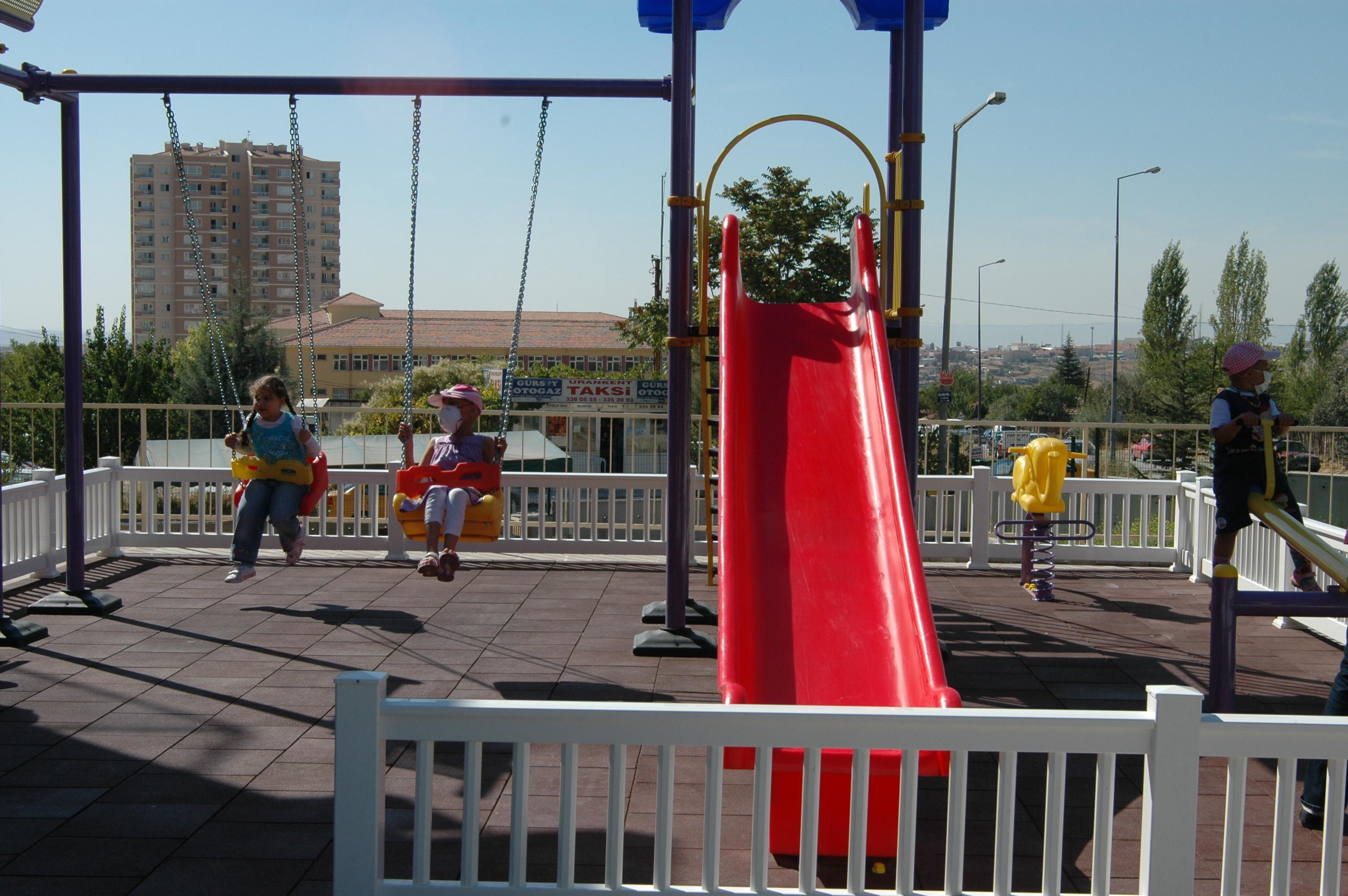 Onkoloji Çocuk Hastanesine oyun parkı yaptık.